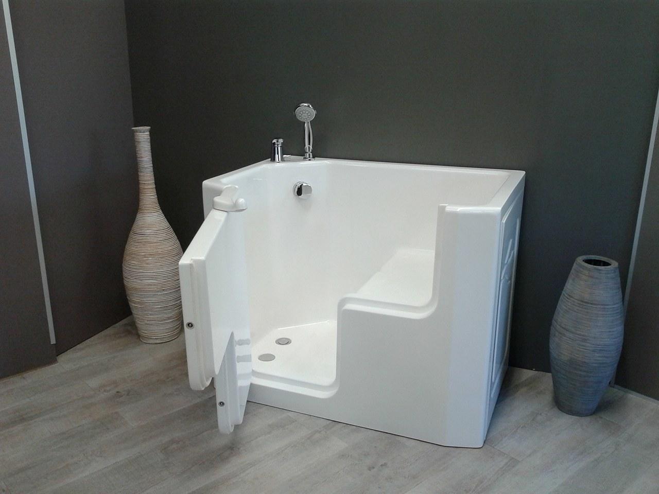 Vasca doccia per anziani e disabili ad accesso diretto for Arredamento casa per disabili